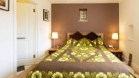 Cwt Mochyn holiday cottage - double ensuite bedroom