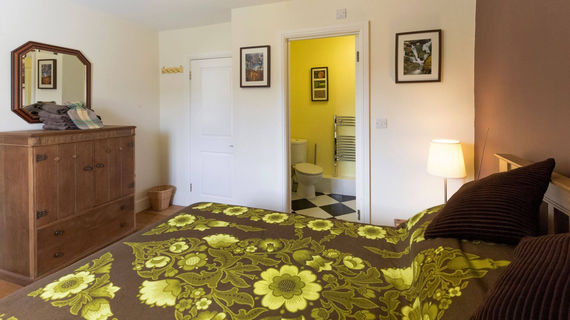Cwt Mochyn holiday cottage - ensuite double bedroom