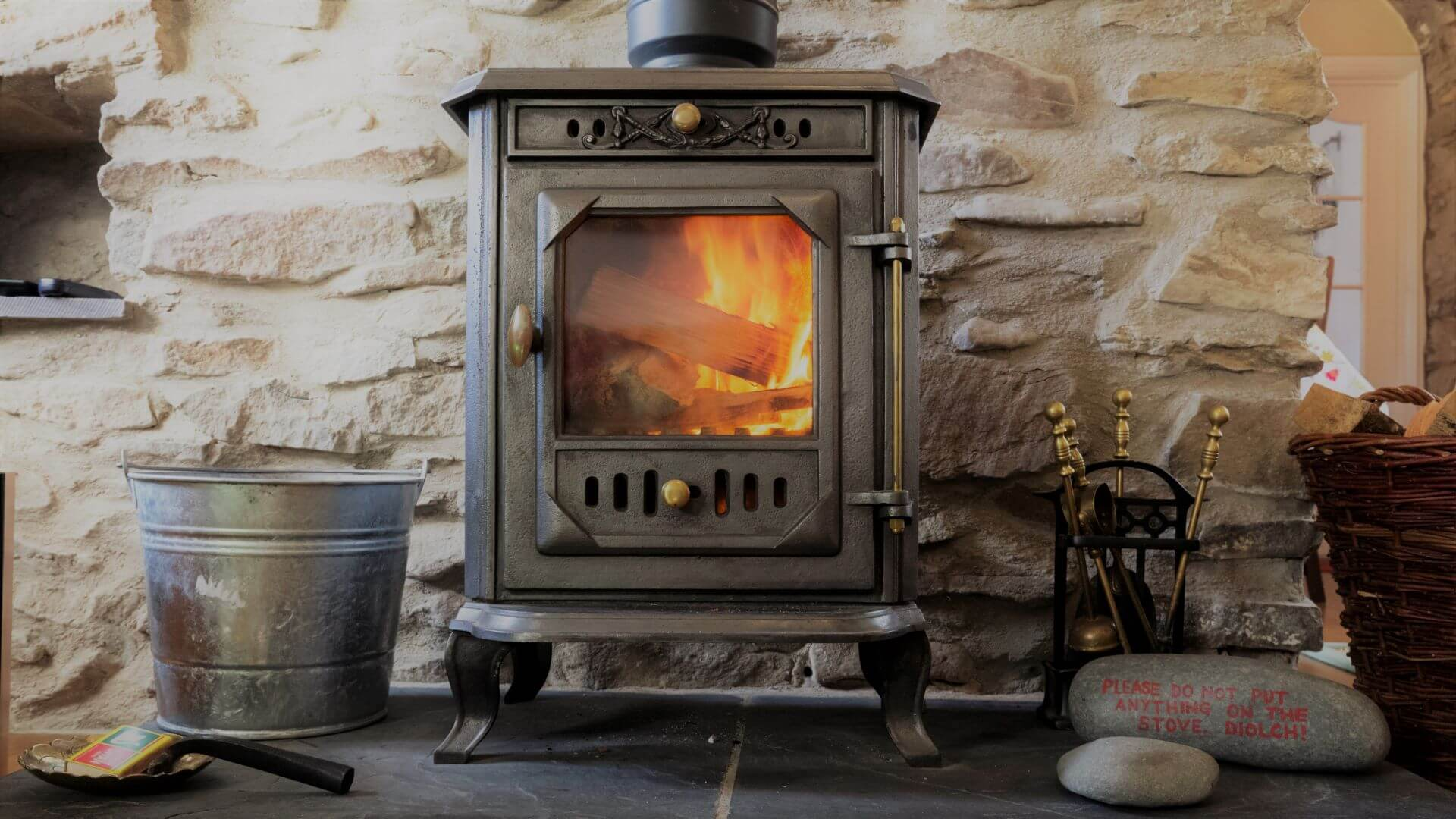Cwt Mochyn holiday cottage - wood stove