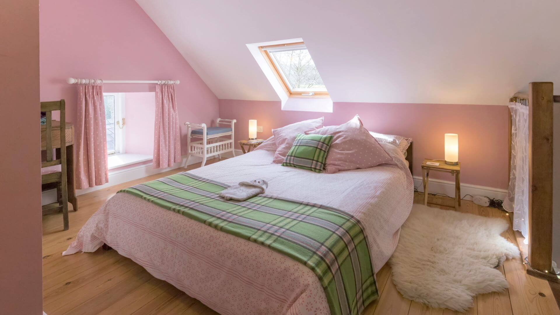 Hen Ffermdy holiday cottage - mezzanine bedroom