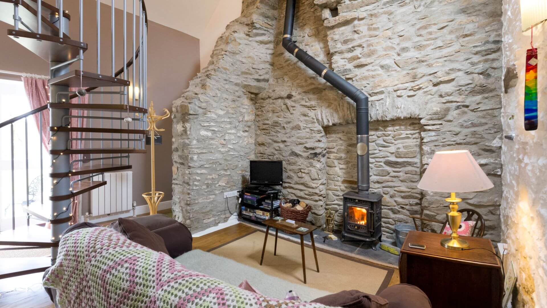 Hen Ffermdy holiday cottage - lounge with wood burning stove