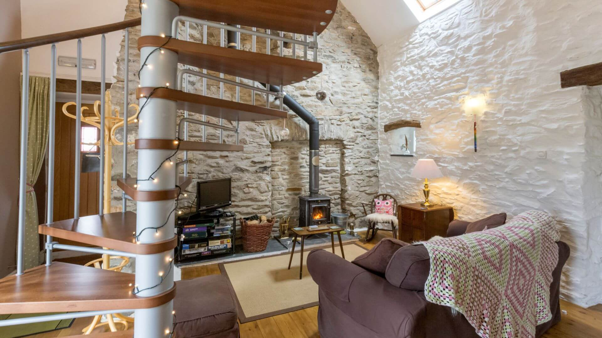 Hen Ffermdy holiday cottage - spiral stairs