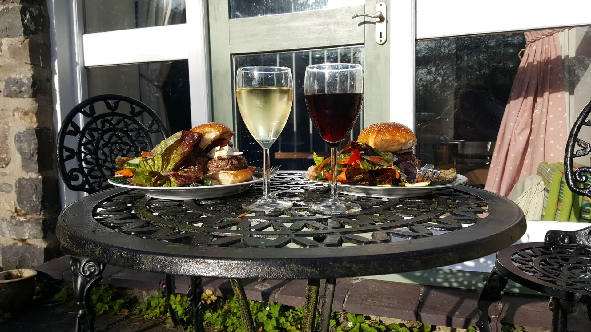 Al-fresco dinner for two