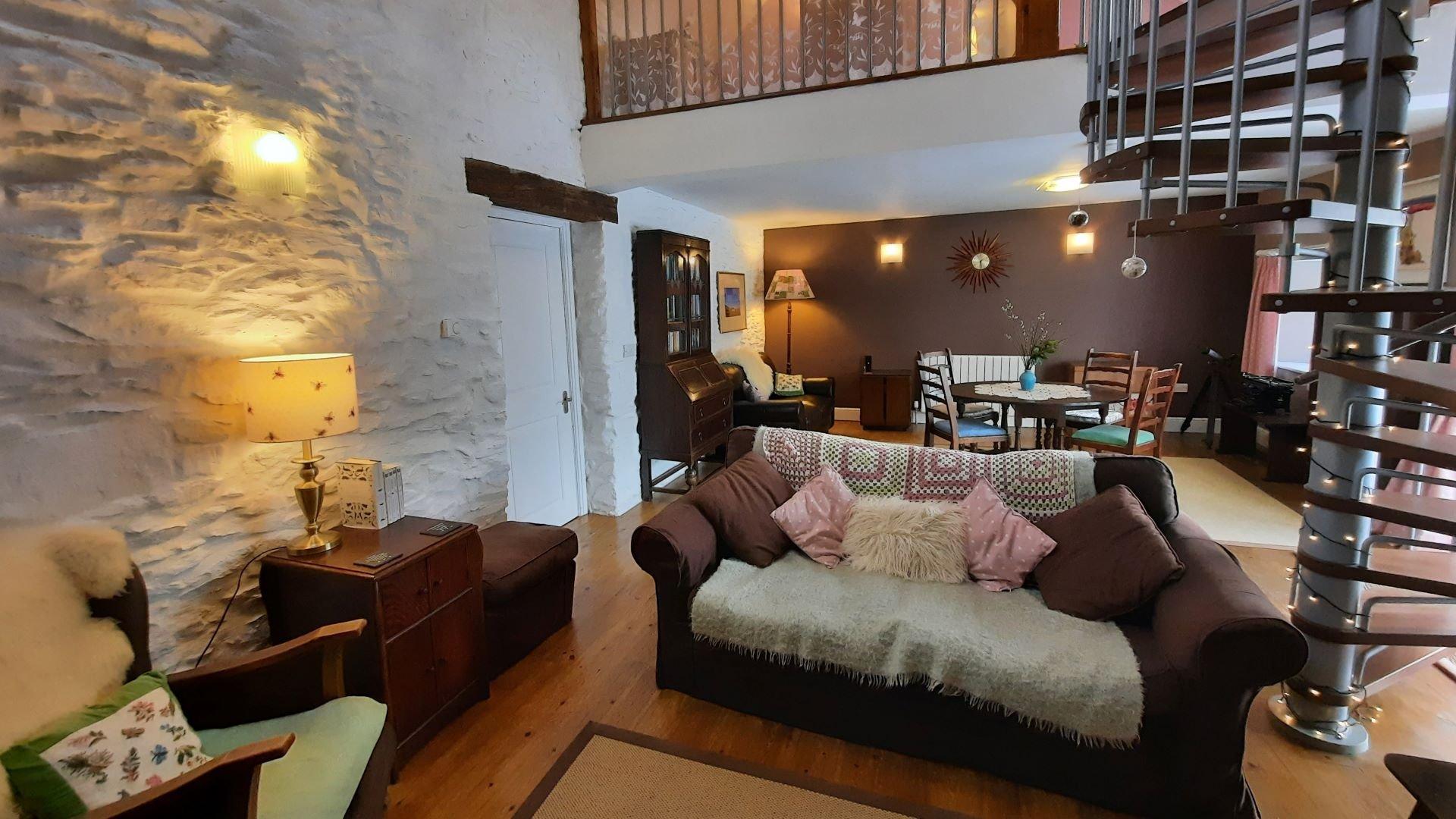 Hen Ffermdy lounge